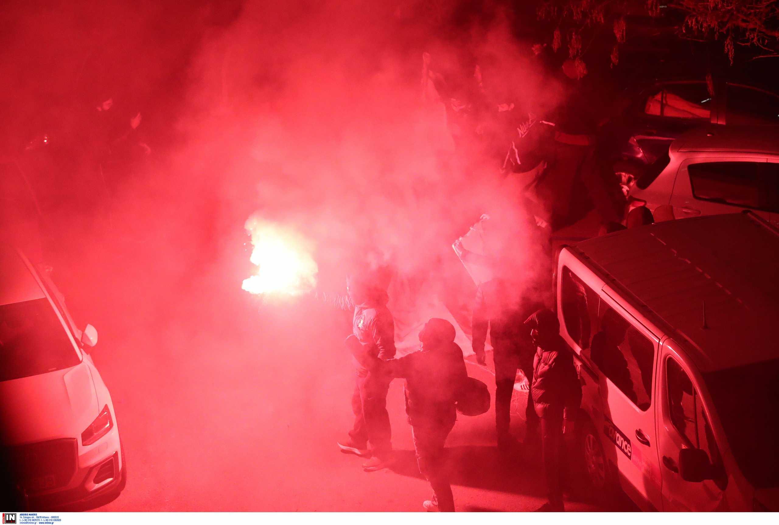 Οπαδοί της ΑΕΚ κατά παικτών: «Σταματήστε να ξεφτιλίζετε την ομάδα» (pics)