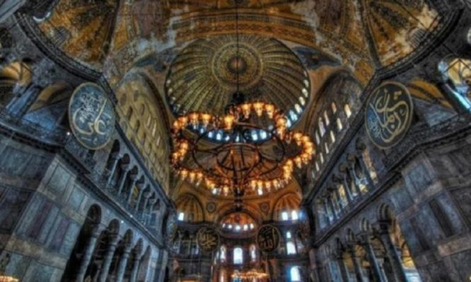Δείτε τους «μυστηριώδεις» βυζαντινούς σταυρούς που εμφανίζονται στην Αγία Σοφία (Φωτογραφίες)