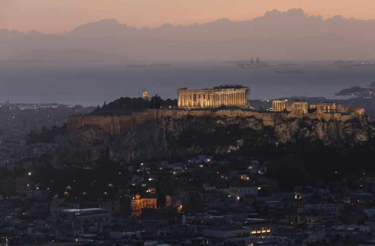 Η σπηλιά της Αθήνας που ονομάζεται φυλακή του Σωκράτη