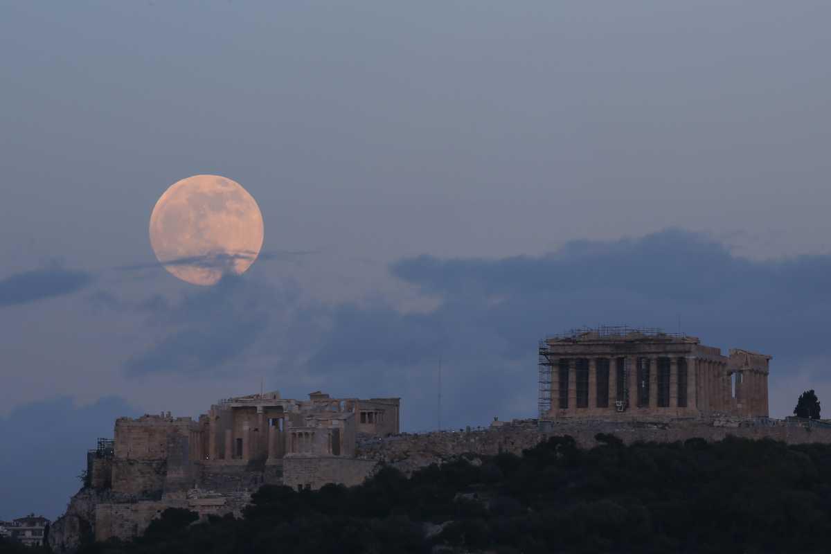 Αποθέωση των βρετανικών ΜΜΕ στην Ελλάδα: Πηγαίντε διακοπές