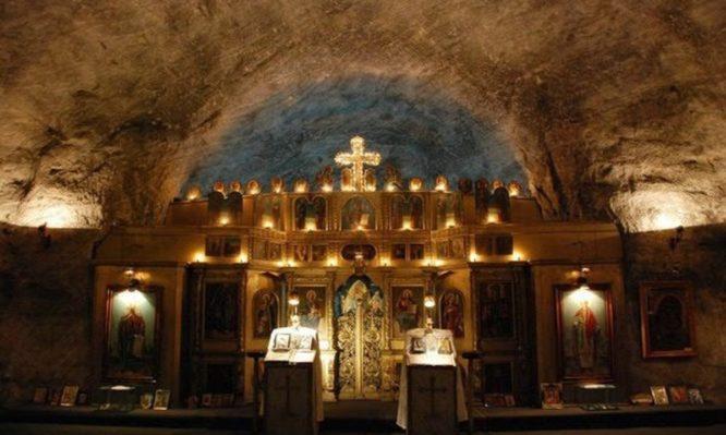 Εντυπωσιακές φωτογραφίες από την πρώτη εκκλησία από αλάτι