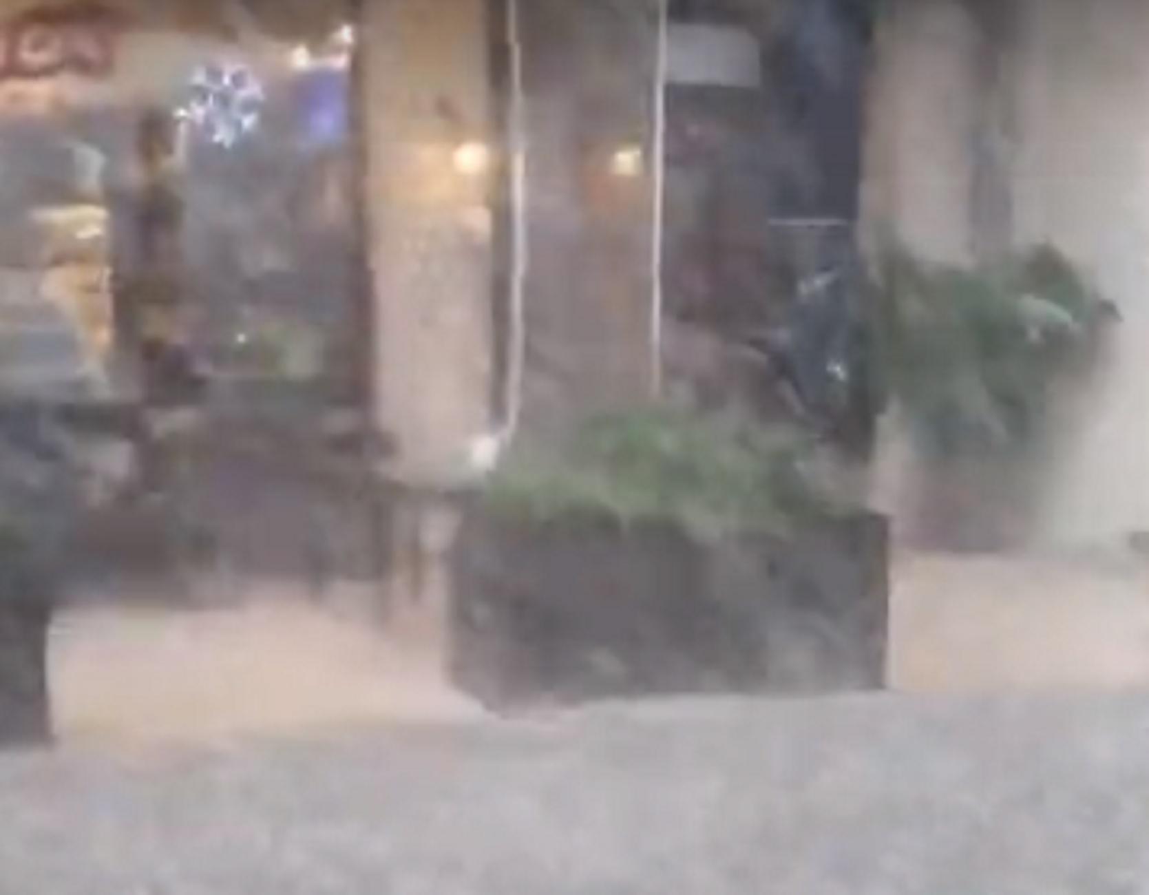 Βοιωτία: Η στιγμή που σφοδρή χαλαζόπτωση στην Αλίαρτο κρύβει τον ορίζοντα (video)