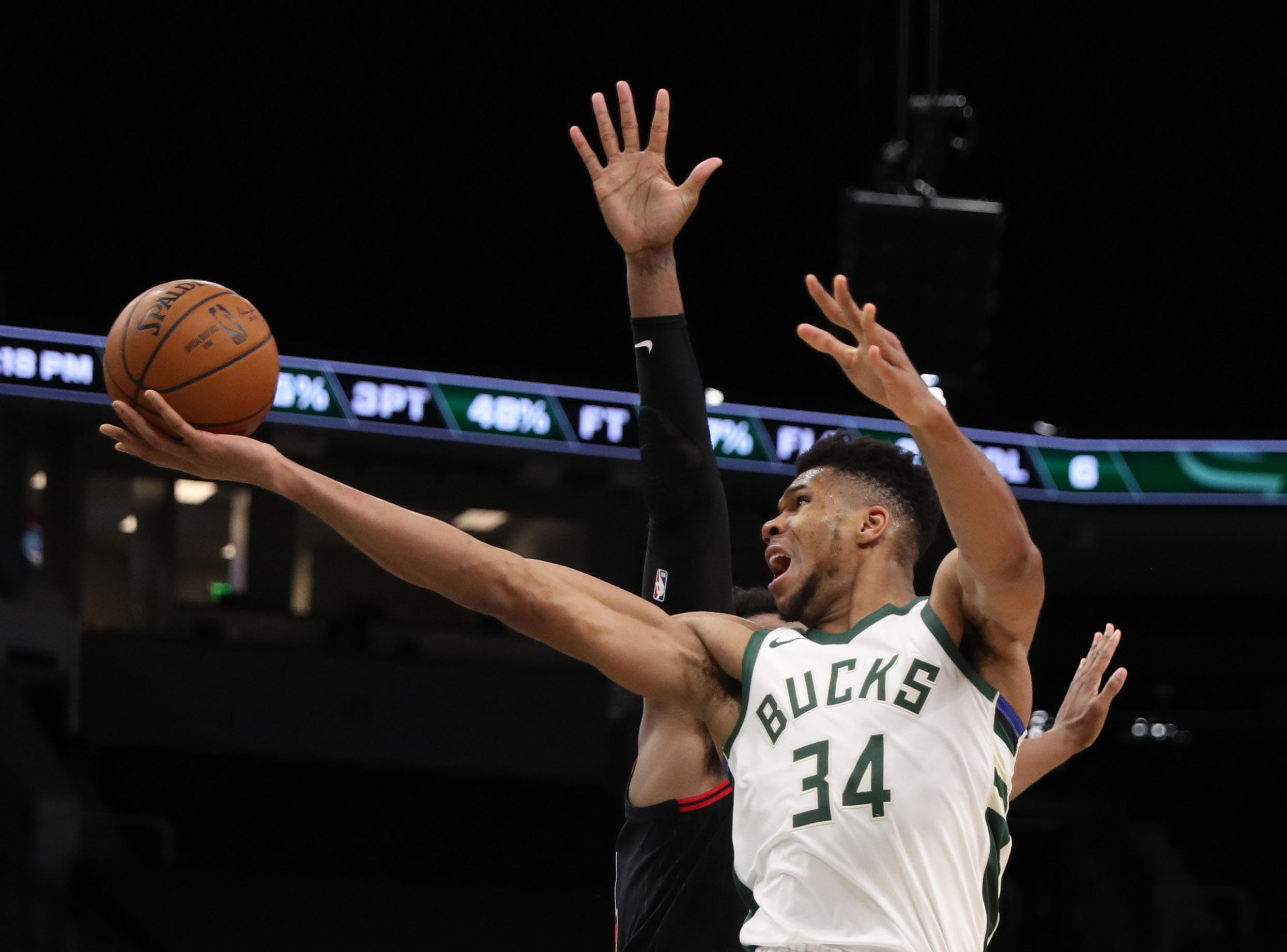NBA: Σαρωτικός Αντετοκούνμπο, διέλυσε τους Μπουλς (video)