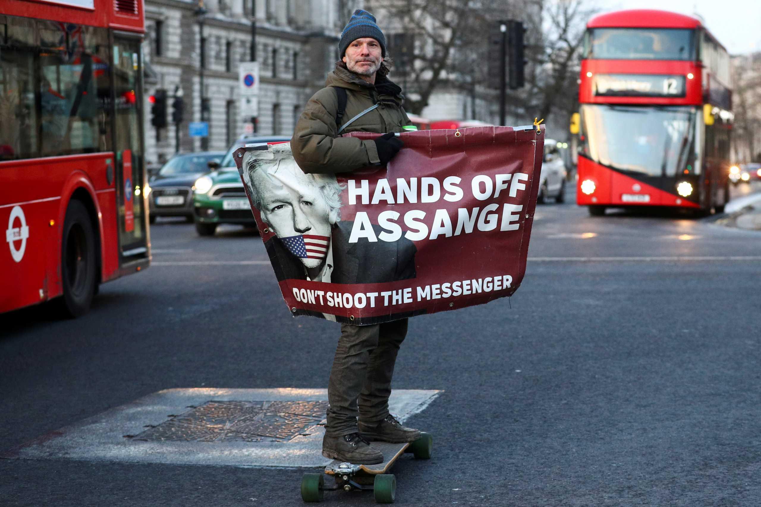 Τζούλιαν Ασάνζ – WikiLeaks: Σήμερα η απόφαση της Βρετανίας για την έκδοσή του στις ΗΠΑ