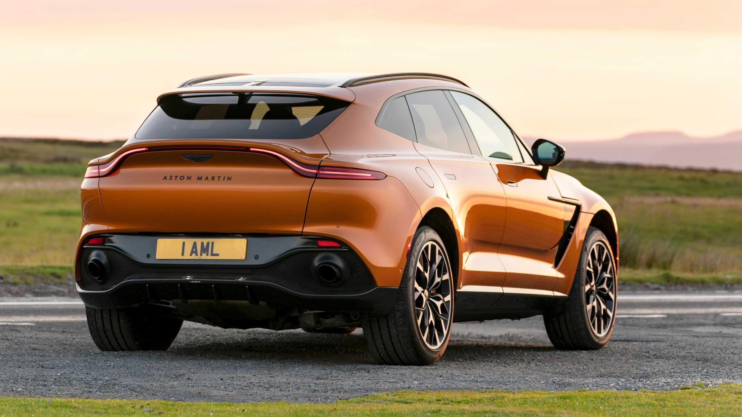 Ανάκληση Aston Martin DBX γιατί ξέχασαν να βάλουν αφρό στην οροφή