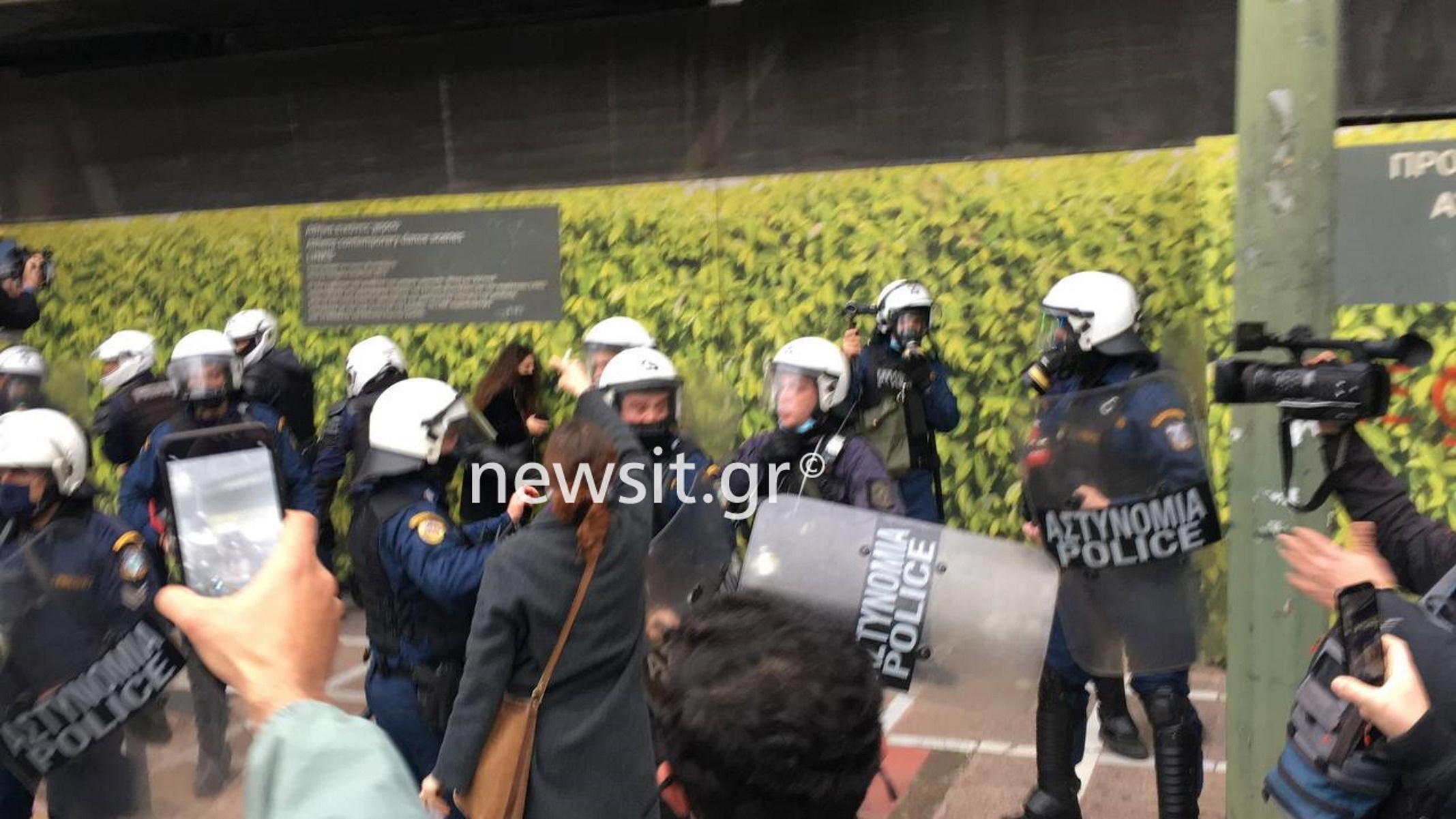 Ένταση στο κέντρο της Αθήνας με υποστηρικτές του Κουφοντίνα (pics, video)