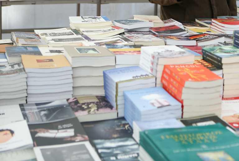 6 πανέμορφες βιβλιοθήκες που βρίσκονται σε σπίτια!