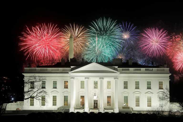 Ο Τζο Μπάιντεν στο Λευκό Οίκο: Πυροτεχνήματα, virtual παρέλαση και… νέα μέρα (pics, vids)