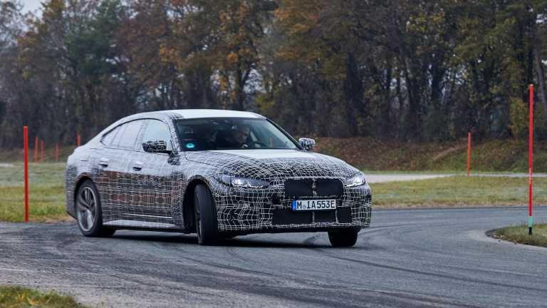 Η ηλεκτρική BMW i4 πάει και με τις… πάντες [pics]