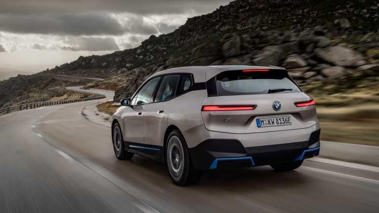 BMW: Μειώνει την γκάμα της και επενδύει στην ηλεκτροκίνηση