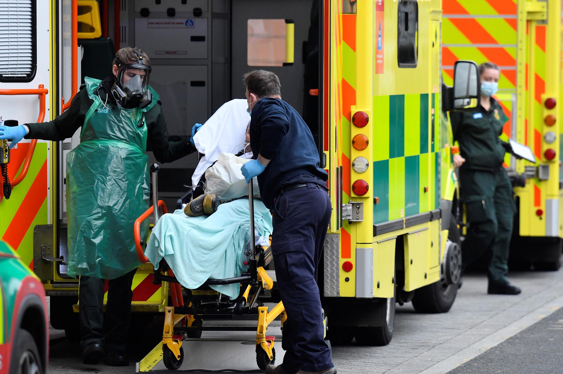 Βρετανία – Κορονοϊός: Θλιβερό ρεκόρ με 1.820 νέους θανάτους