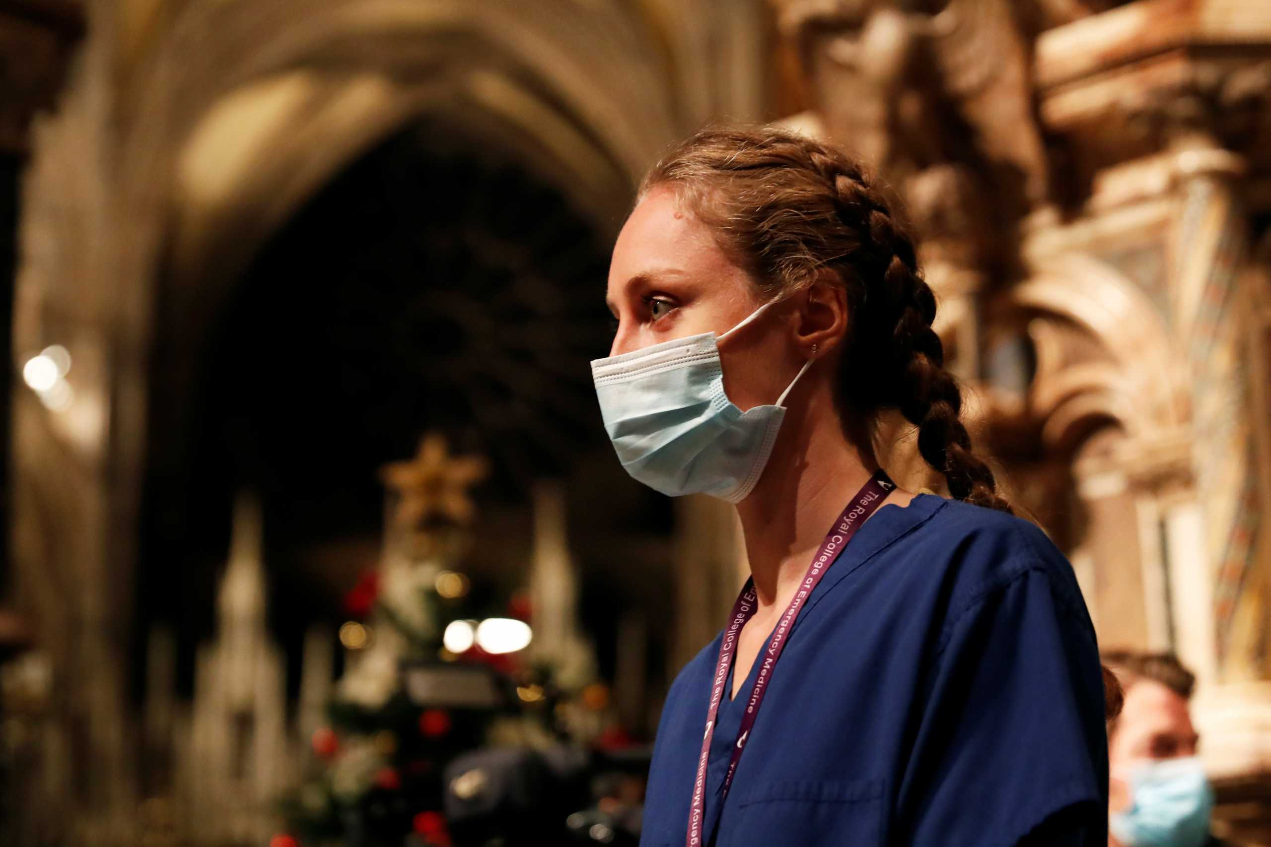 Βρετανία: Απελπισία γιατρών και νοσοκόμων – «Μας ζητούν να διαλέξουμε ποιος θα ζήσει και ποιος θα πεθάνει»