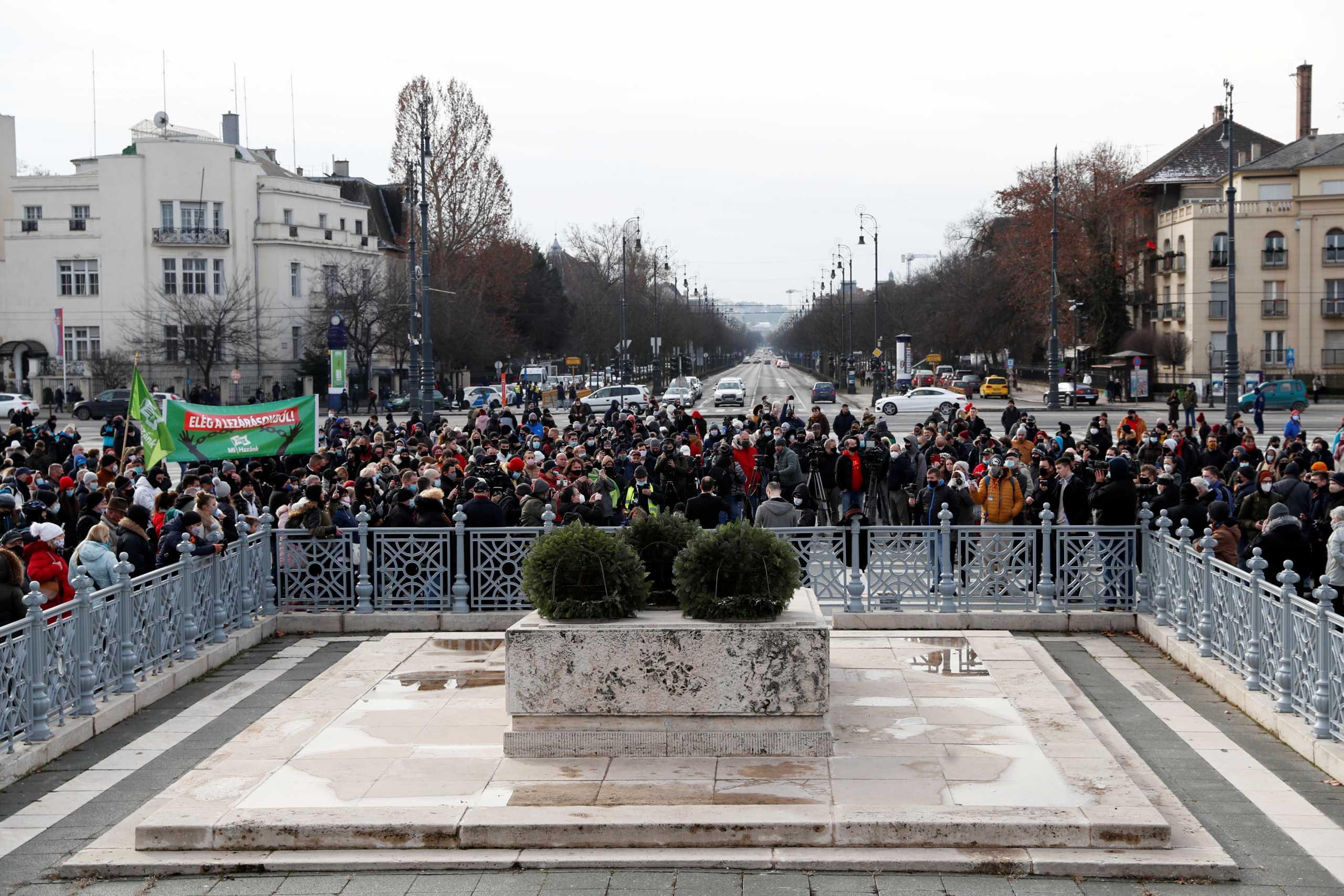 Ουγγαρία: Εστιατόρια στην Βουδαπέστη σηκώνουν «αντάρτικο» και ανοίγουν παρά το lockdown
