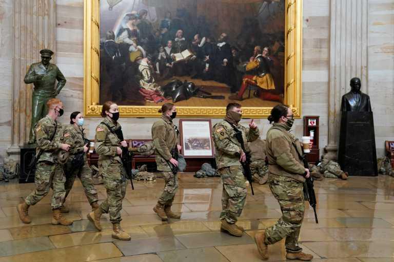 ΗΠΑ: Οργή για την απόφαση να κοιμηθούν στρατιώτες της Εθνοφρουράς σε πάρκινγκ