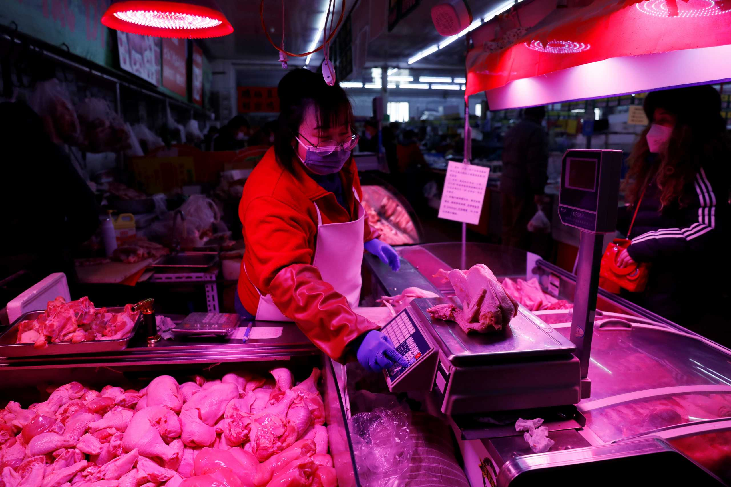 Κορονοϊός – Κίνα: Βρέθηκε εστία μόλυνσης σε εργοστάσιο επεξεργασίας κρέατος