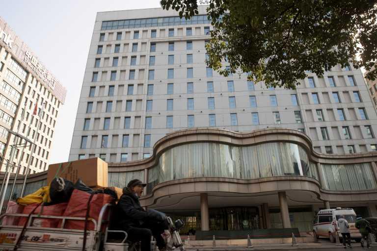 Κορονοϊός: Σε καραντίνα στην Κίνα οι εμπειρογνώμονες του ΠΟΥ – Με τηλεδιασκέψεις ξεκινά η έρευνα για την πανδημία (pics)