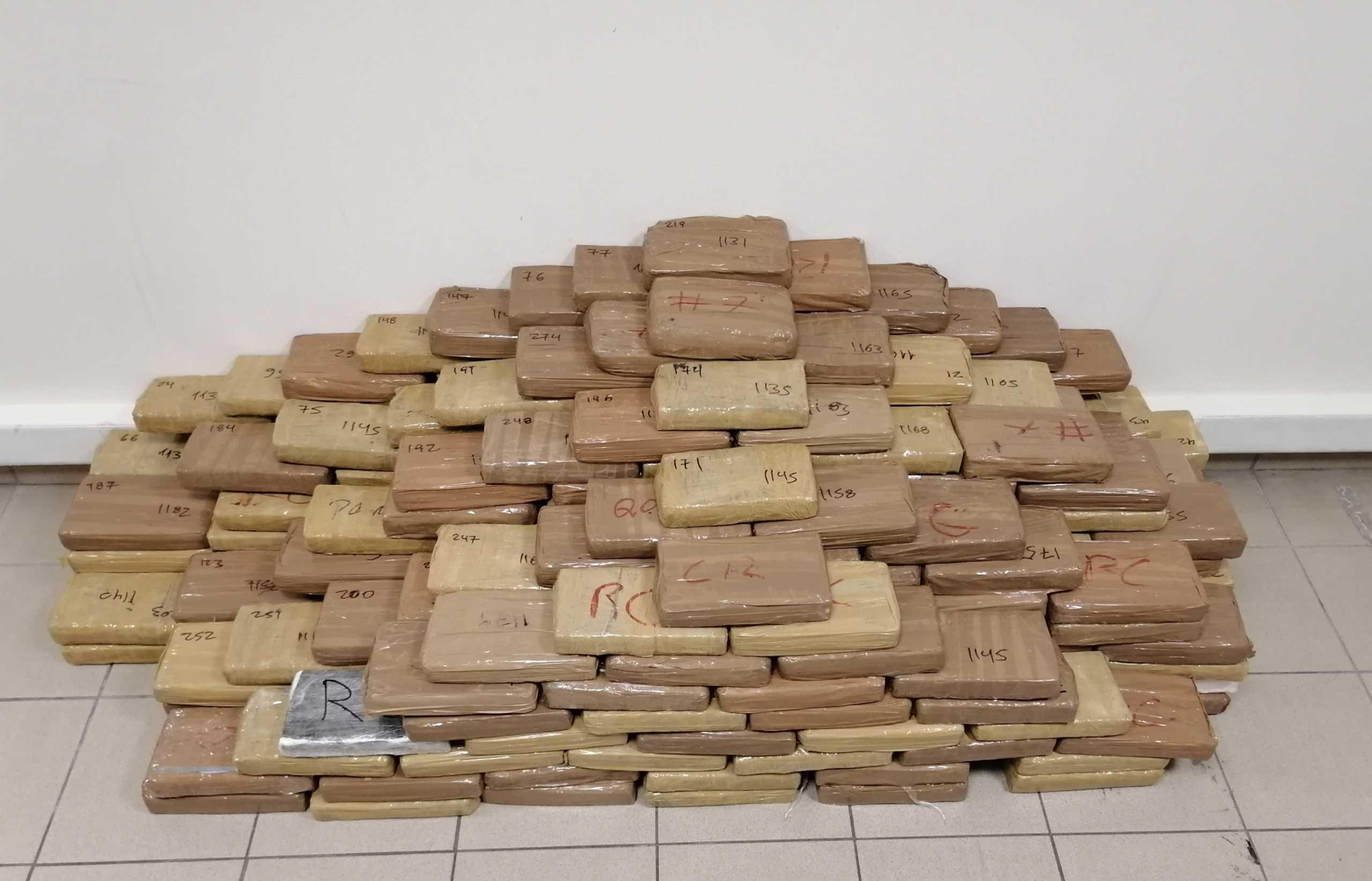 Θεσσαλονίκη: Τους «τσάκωσαν» με 320 κιλά καθαρής κοκαΐνης – Πάνω από 100 εκατ. ευρώ η αξία της (pics)