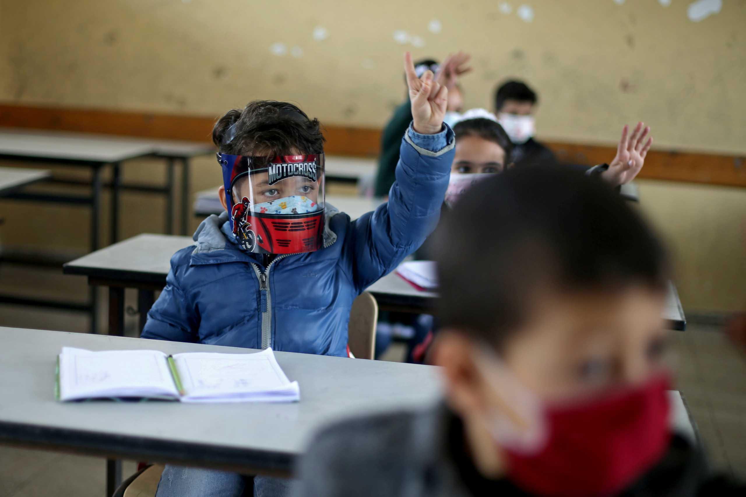 Νέα μελέτη: Το κλείσιμο των σχολείων ελάχιστα αποτρέπει τις σοβαρές περιπτώσεις Covid-19