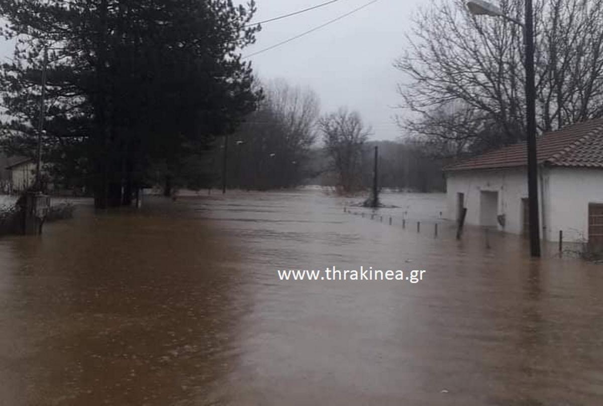 Εκκενώθηκε οικισμός λόγω της πλημμύρας στον Έβρο – Σε ποιες περιοχές έκλεισαν τα σχολεία