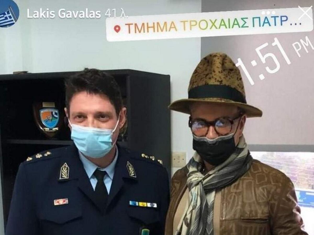 Λάκης Γαβαλάς: Αφού του πήραν τις πινακίδες έβγαλε selfie μέσα στην Τροχαία