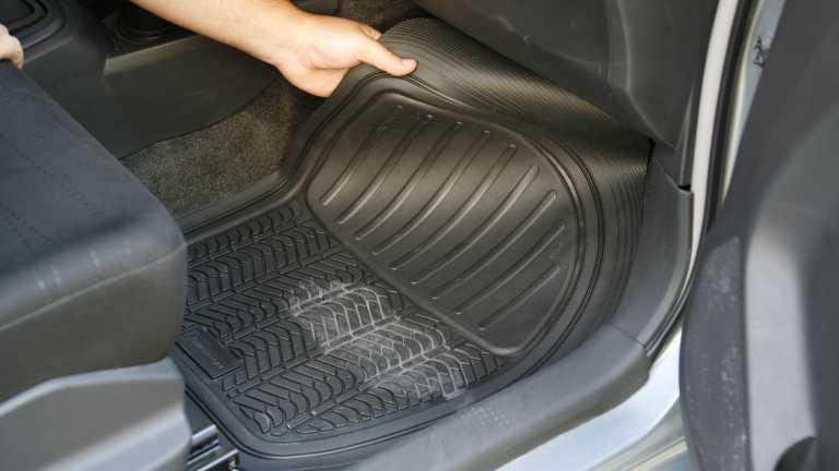 Έρευνα: Τα πιο αηδιαστικά πράγματα που ξεχνάμε στο αυτοκίνητό μας!