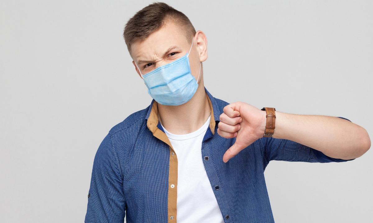 Κορονοϊός: Η αγενής συνήθεια που αυξάνει κατακόρυφα τον κίνδυνο από COVID-19