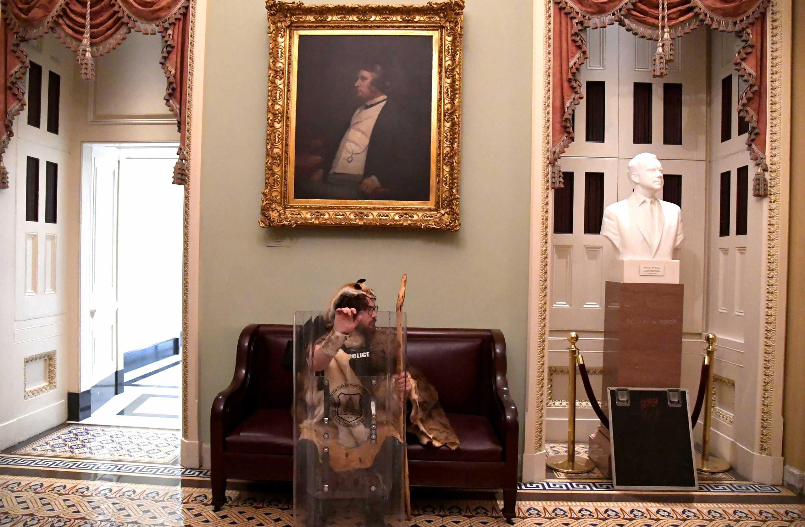 Καπιτώλιο: Ποιος είναι ο οπαδός του Τραμπ που έμοιαζε με τον Μπλεκ