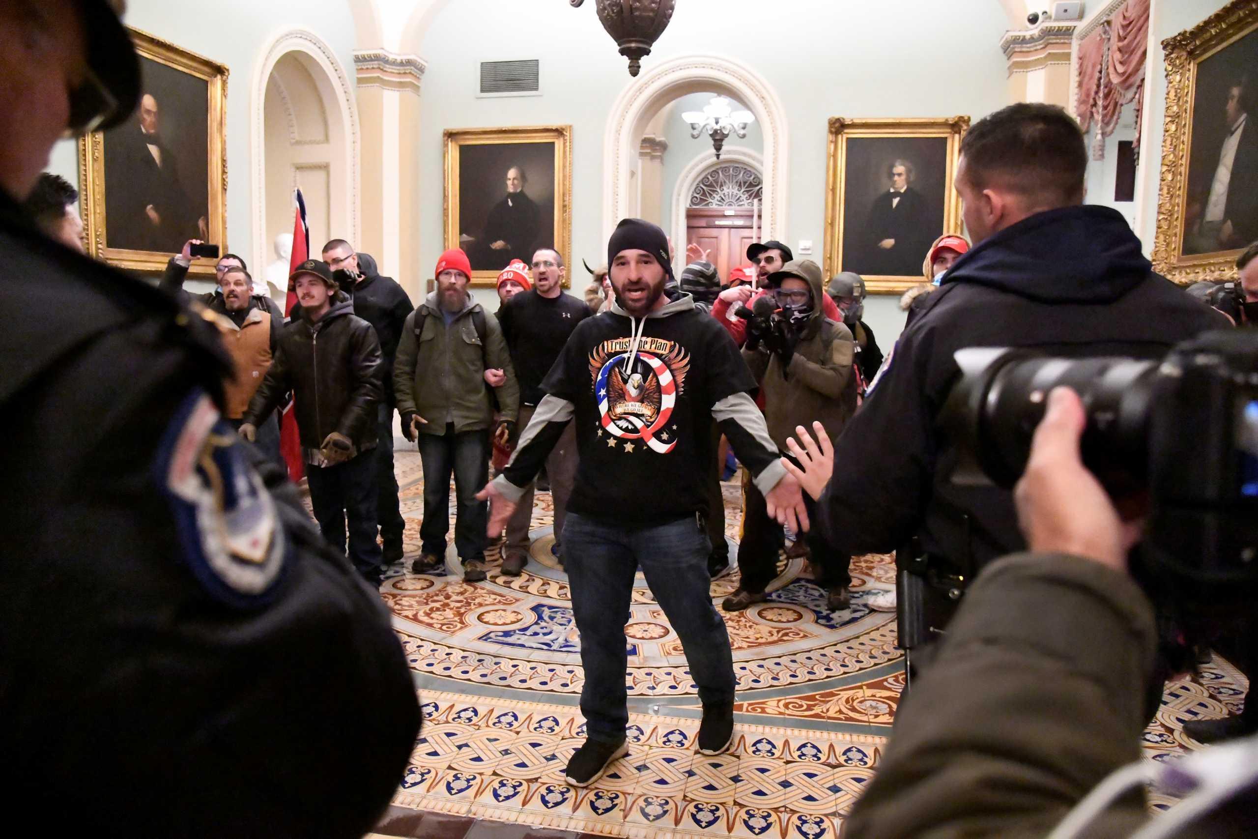 Οι Ρεπουμπλικανοί εγκαταλείπουν τον Τραμπ – Ξεκάθαρη καταδίκη από Πενς και Πομπέο
