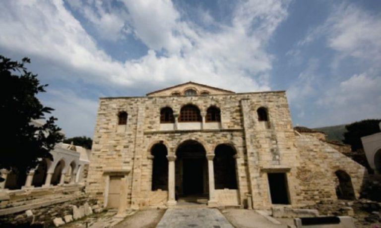 Γιατί η λέγεται ότι η Παναγία Εκατονταπυλιανή έχει 99 φανερές πύλες;