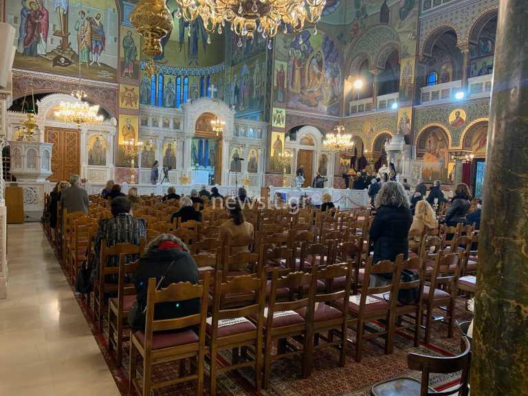 Θεσσαλονίκη: 1.500 ευρώ πρόστιμο σε ιερείς για συγχρωτισμό σε εκκλησίες – Το τηλεφώνημα και η έφοδος