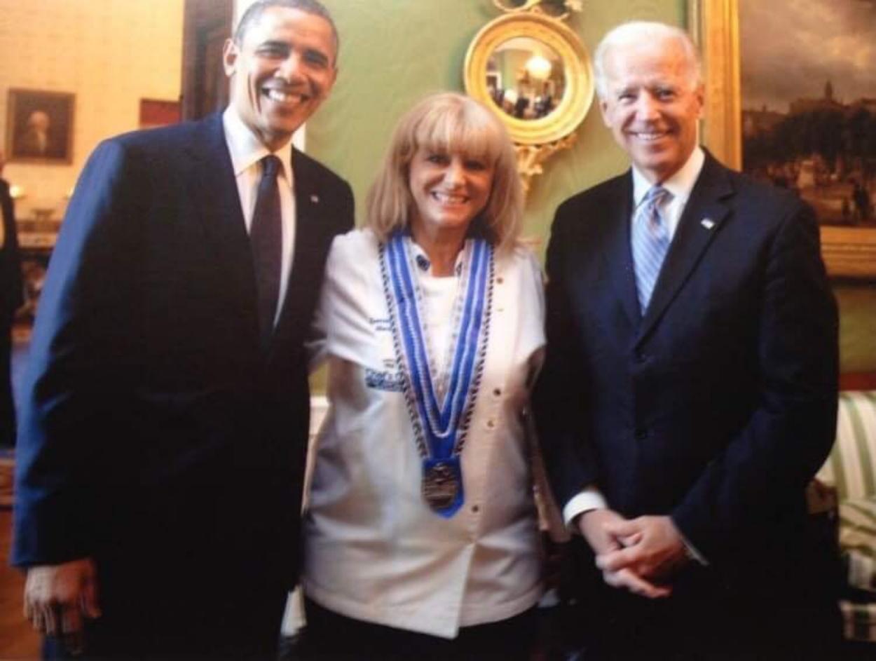 Μαρία Λόη: Η Ελληνίδα σεφ που μαγείρεψε για Μπάϊντεν και Ομπάμα – Έχει γειτόνισσα τη Lady Gaga