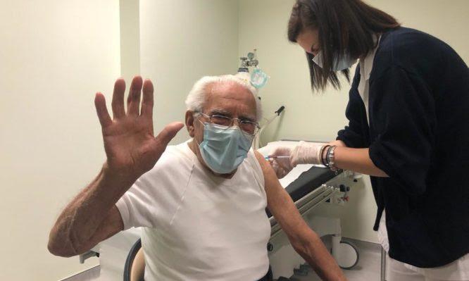 Κορονοϊός: Ξεκίνησαν οι εμβολιασμοί ηλικιωμένων άνω των 85 και στα νησιά μας (ΦΩΤΟ)