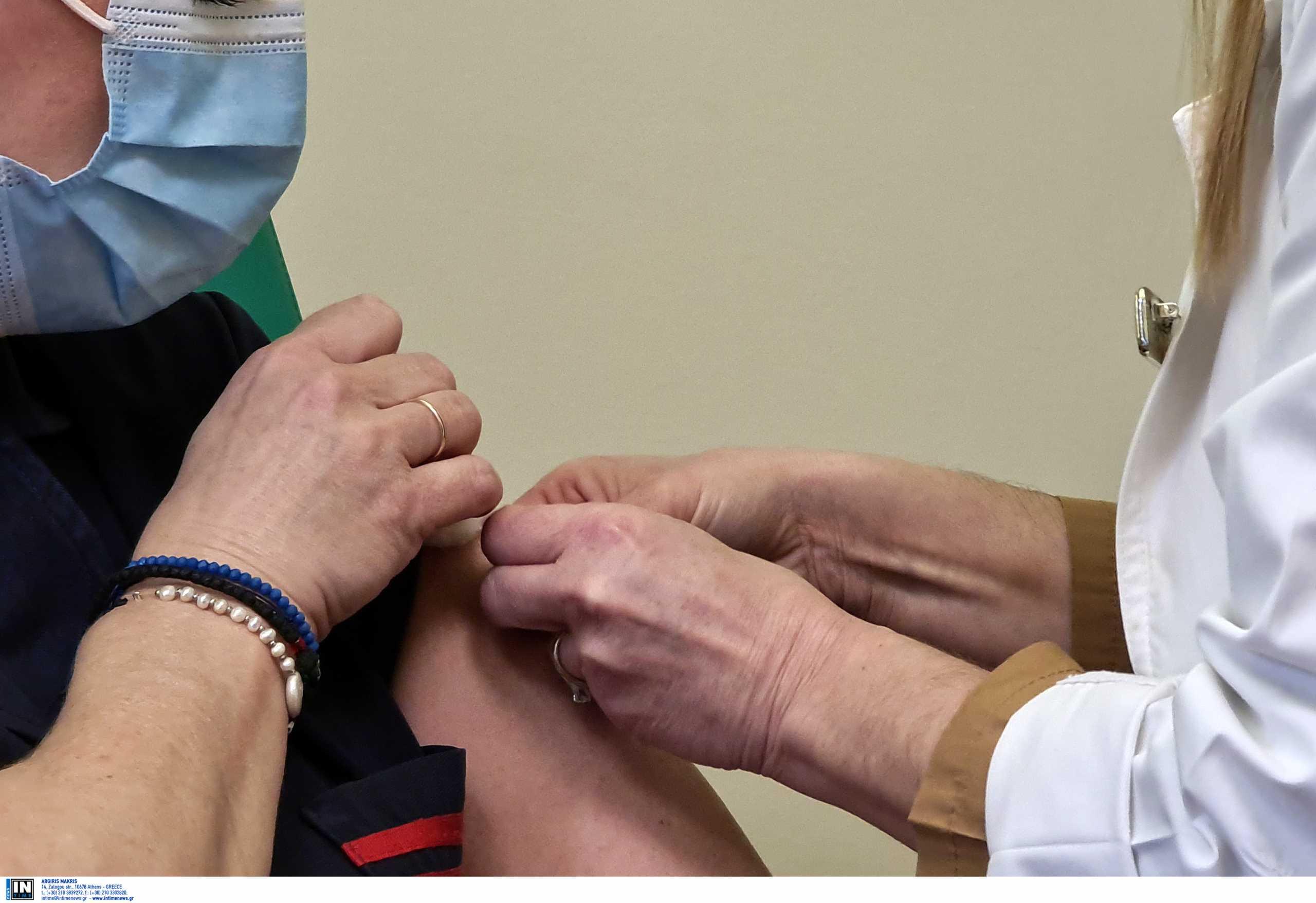 Κορονοϊός: Την άλλη εβδομάδα ξεκινούν οι εμβολιασμοί για άτομα άνω των 75 ετών
