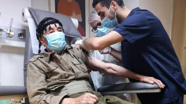 Κρήτη: Στα 100 του χρόνια κατέβηκε από τον Ψηλορείτη στο νοσοκομείο για να εμβολιαστεί