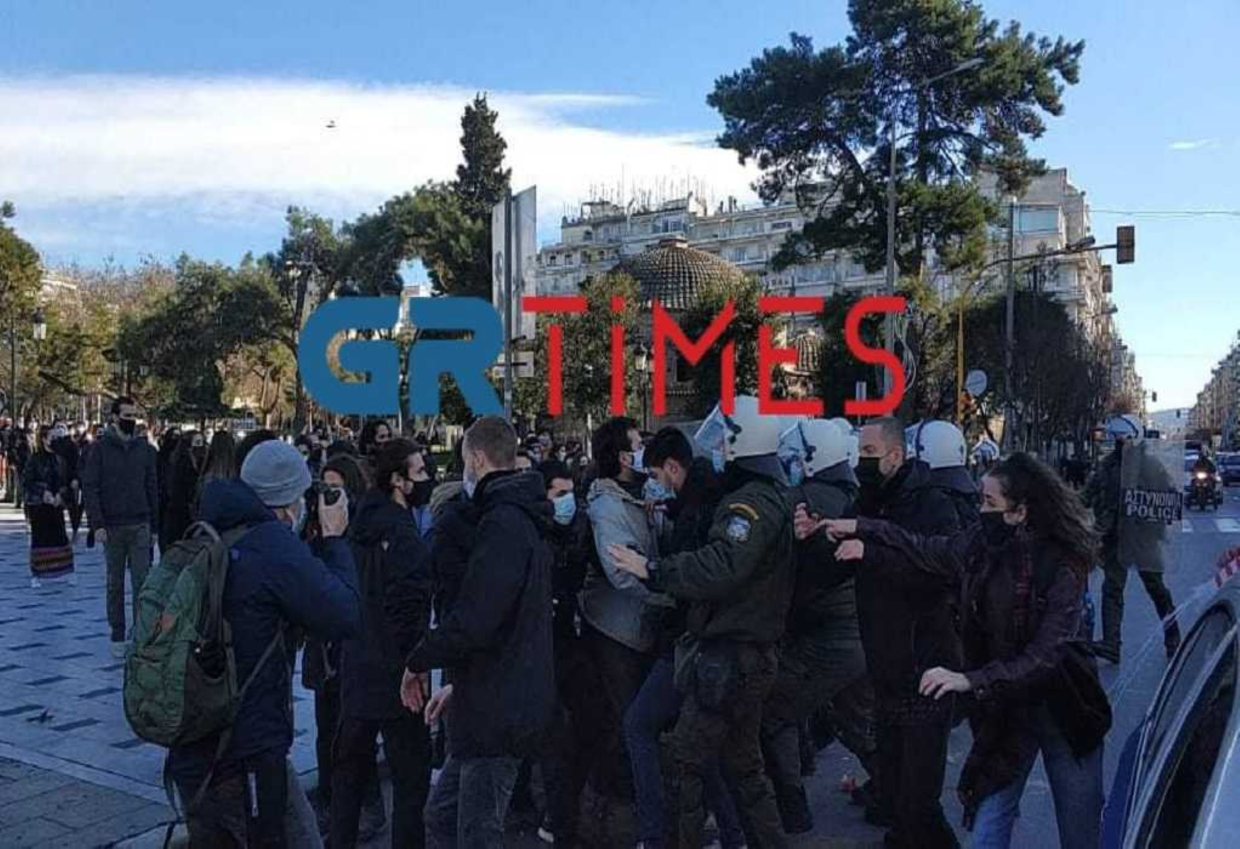 Ένταση στις συγκεντρώσεις φοιτητών σε Πάτρα και Θεσσαλονίκη (video)