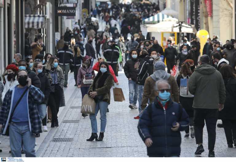Χαμός από κόσμο στην Ερμού – Ουρές έξω από καταστήματα (pics)