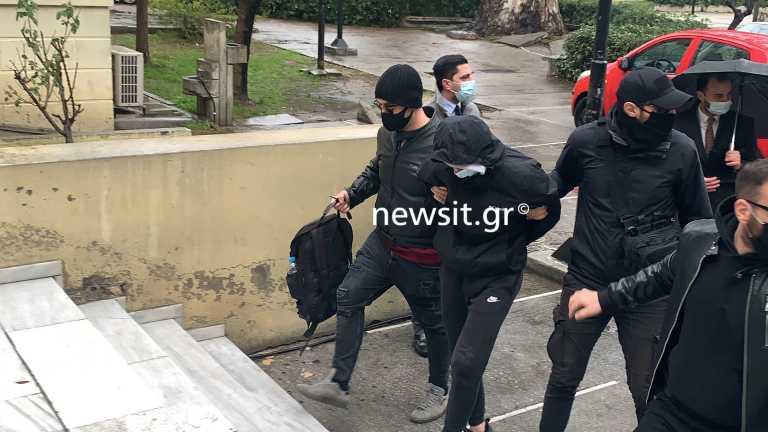 Επίθεση στο Μετρό: Στον εισαγγελέα οι δύο ανήλικοι για τον ξυλοδαρμό του σταθμάρχη (pics)
