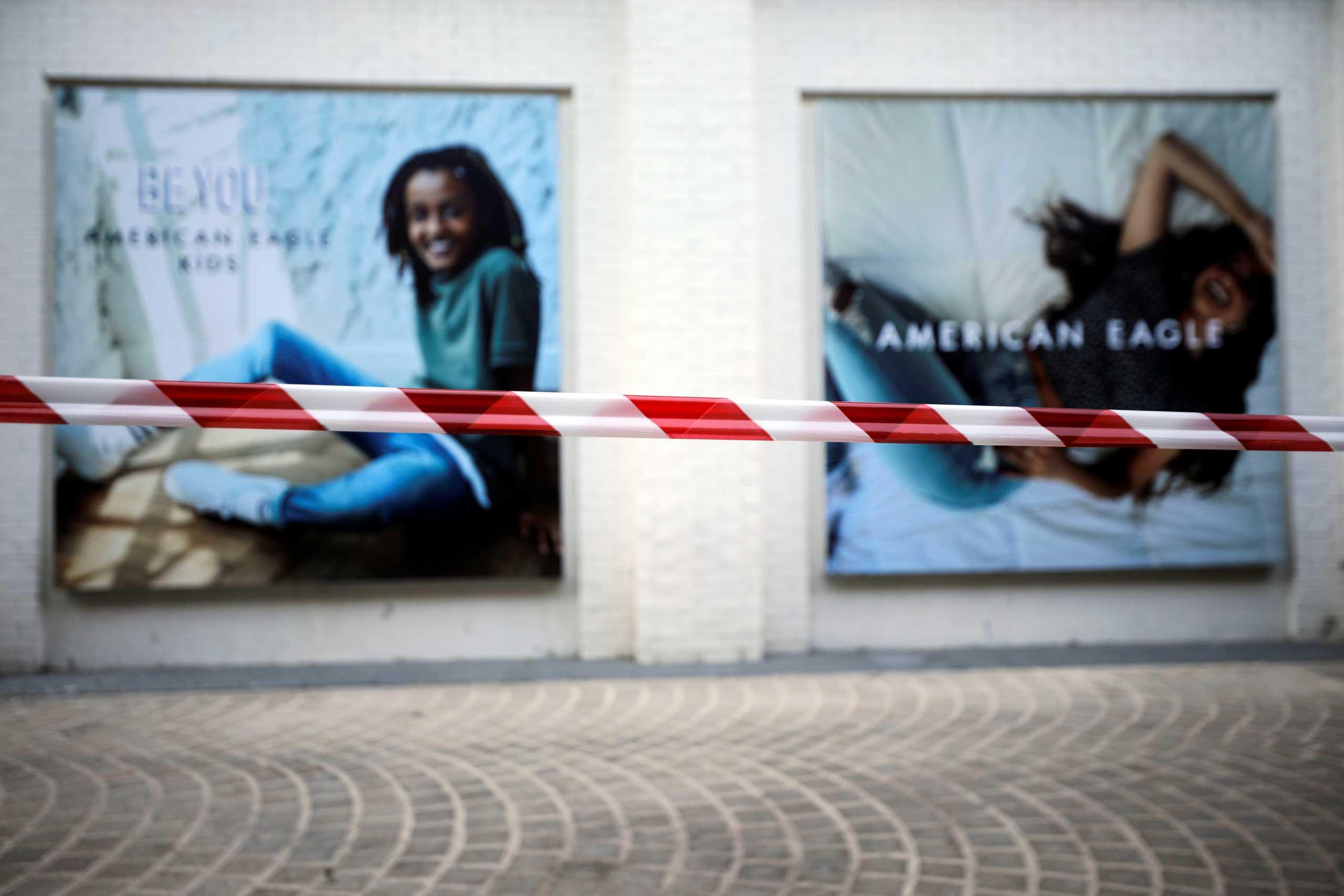 Μεγάλοι οίκοι μόδας κρατάνε στις αποθήκες ολόκληρες κολεξιόν – Σχεδιάστηκαν φέτος, θα λανσαριστούν του χρόνου