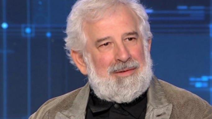 Ο Πέτρος Φιλιππίδης για τα αρνητικά σχόλια: «Όταν λέει κάτι ο Γιάννης Μπέζος, βάζουν κι εμένα μέσα»
