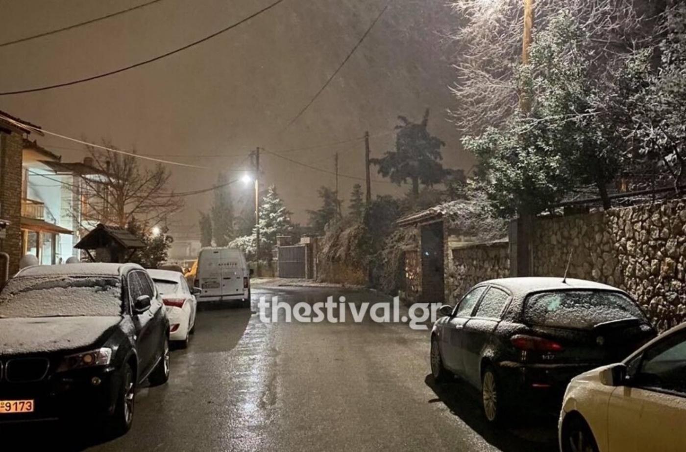 Κακοκαιρία «Λέανδρος»: Έπεσαν τα πρώτα χιόνια στη Θεσσαλονίκη – Στα «λευκά» και η Χαλκιδική (pics, vids)