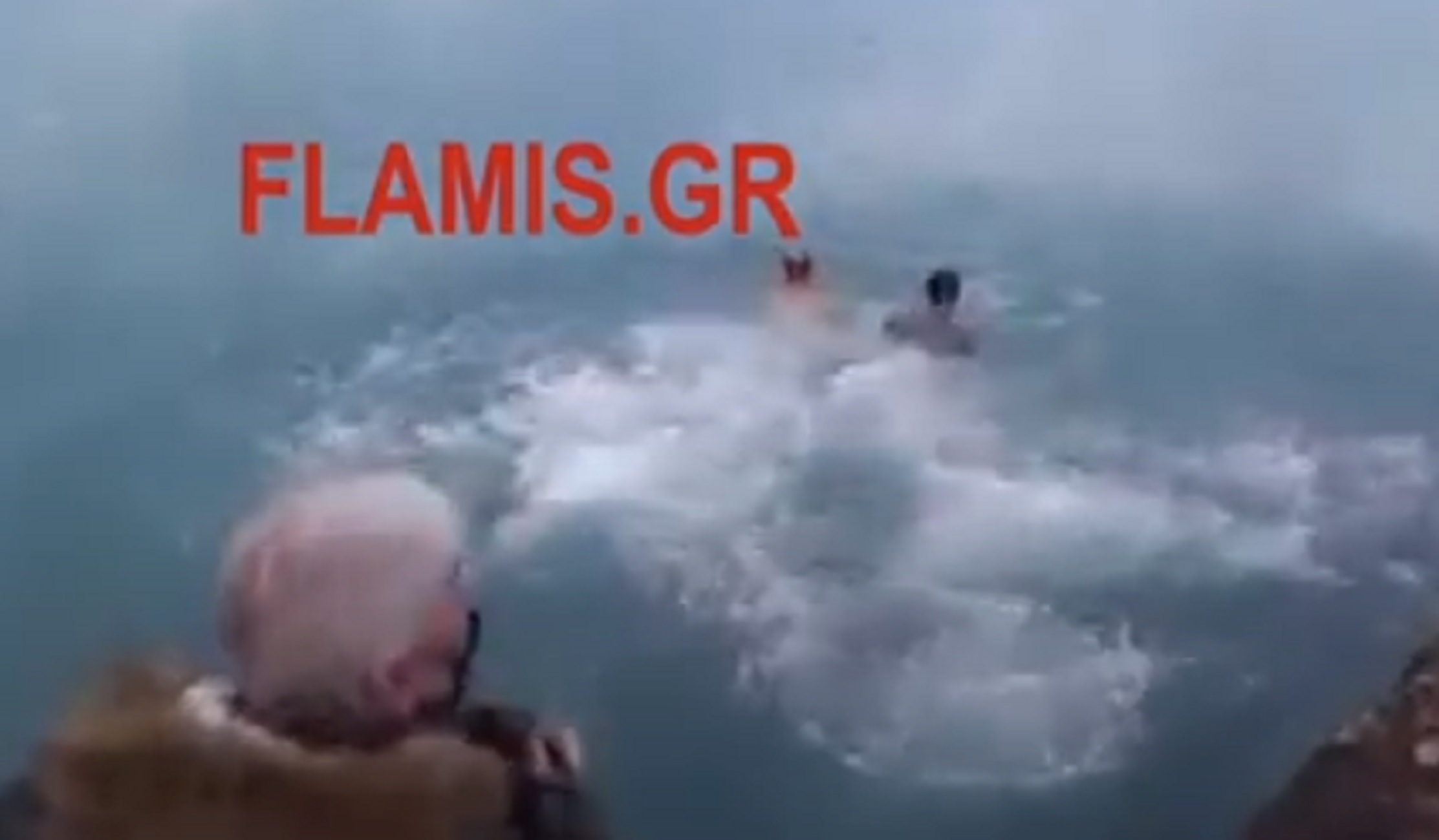 Αίγιο: Θεοφάνεια από τα παλιά – Πρόστιμο στον μητροπολίτη και στους πιστούς που έπεσαν στη θάλασσα για τον σταυρό (video)