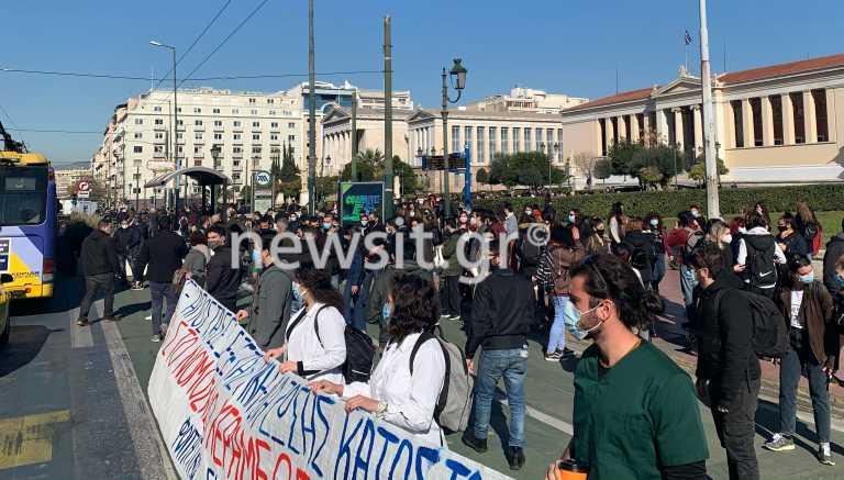 Πανεκπαιδευτικό συλλαλητήριο στην Αθήνα – Κλειστοί δρόμοι (pics, video)