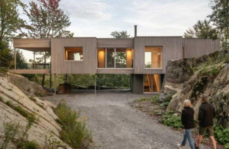 Ένα πανέμορφο σπίτι που χτίστηκε πάνω σε ξυλοπόδαρα