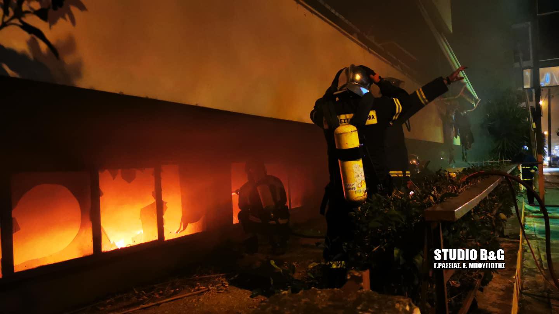Ναύπλιο: Φωτιά σε υπόγειο γκαράζ πολυκατοικίας (pics, video)