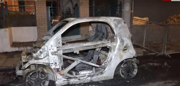 Έβαλαν φωτιά σε αυτοκίνητα στο Μοσχάτο (vid)