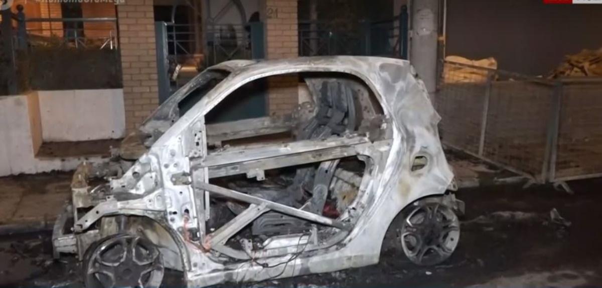 Κρήτη: Η φωτιά σε αυτοκίνητο έκανε τη νύχτα μέρα στην περιοχή – Ολική η καταστροφή