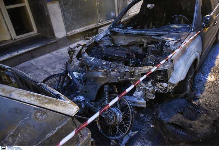 Θεσσαλονίκη: Πυρομανής είχε κάψει 15 αυτοκίνητα και δυο σκύλους