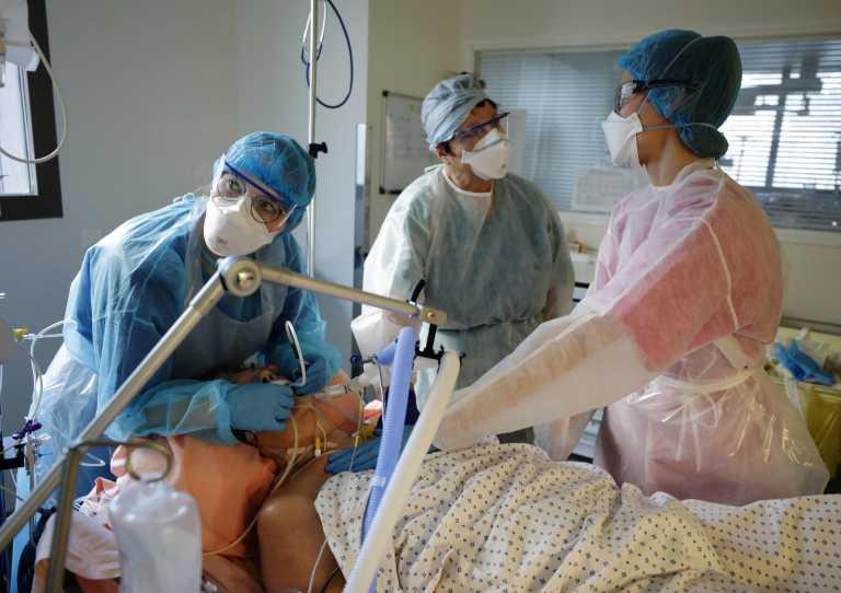 Κορονοϊός: Πάνω από 21.000 νέα κρούσματα στη Γαλλία και μεγάλη πίεση στα νοσοκομεία