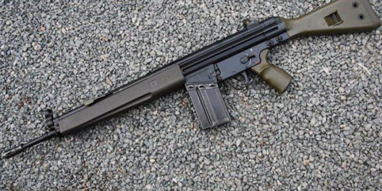 Συναγερμός στην Λέσβο: Βρέθηκε όπλο G3 μέσα σε σακούλα στην Χαραμίδα