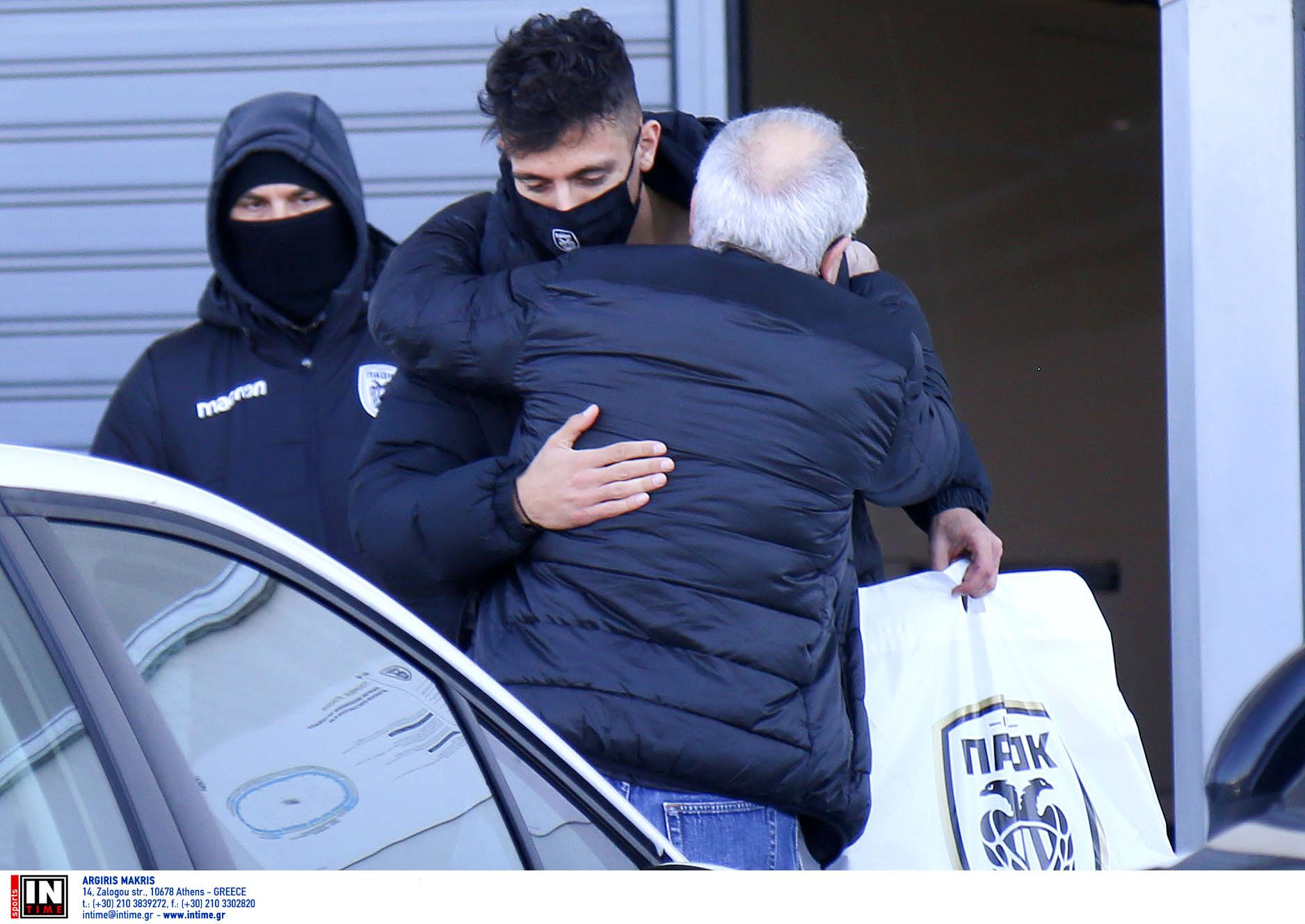 Ο Γιαννούλης αποχαιρέτησε τους συμπαίκτες του στον ΠΑΟΚ κι αναχωρεί για Αγγλία (pics)